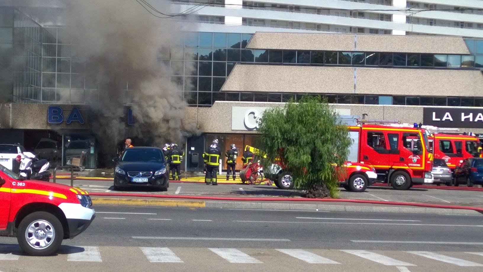 Incendie dans un magasin de la zone commerciale de villeneuve loubet nice matin - Magasin meuble villeneuve loubet ...