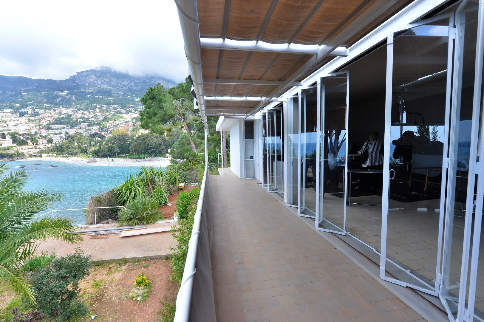 photos la villa d 39 eileen gray roquebrune cap martin d voil e au public roquebrune cap. Black Bedroom Furniture Sets. Home Design Ideas