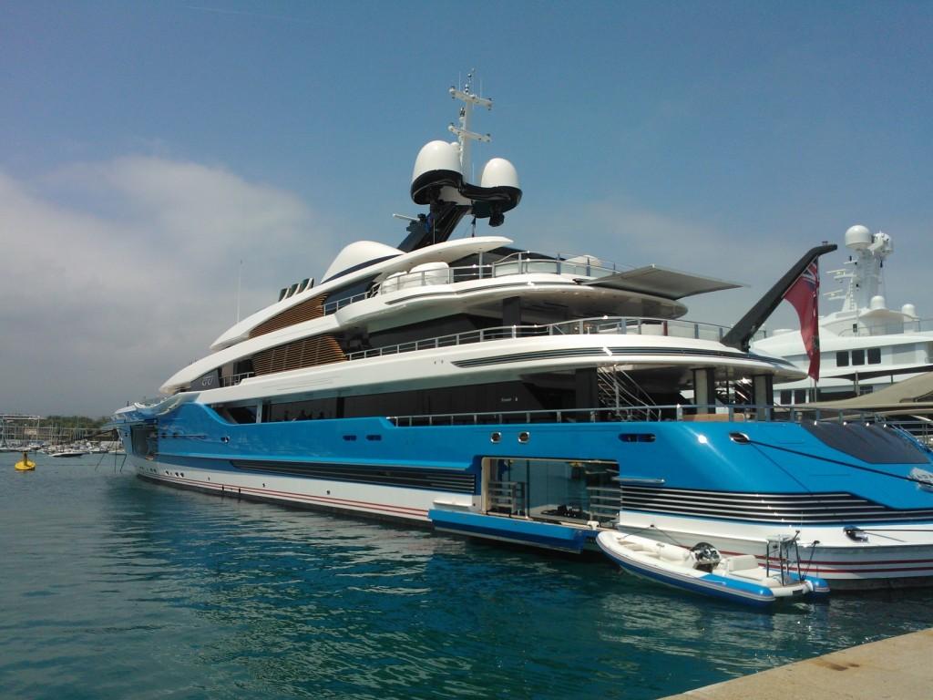 photos quels sont les yachts de luxe au large de la c te d 39 azur nice matin. Black Bedroom Furniture Sets. Home Design Ideas