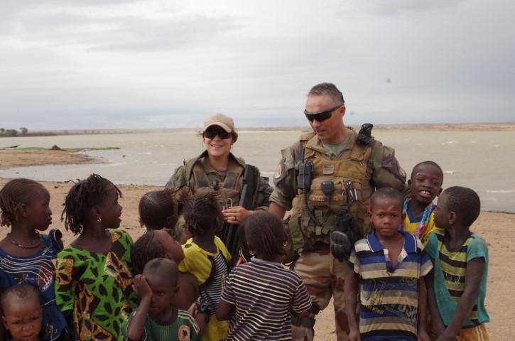 Très belles photos de soldats varois dans la fournaise malienne   Notre envoyé spécial a suivi, à Gao, les militaires varois de l'opération Barkhane. Entre humanitaire et sécurisation, une guerre pour la paix. Immersion. 10-08-2015-09-11-24