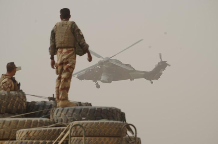 Très belles photos de soldats varois dans la fournaise malienne   Notre envoyé spécial a suivi, à Gao, les militaires varois de l'opération Barkhane. Entre humanitaire et sécurisation, une guerre pour la paix. Immersion. 10-08-2015-09-12-55
