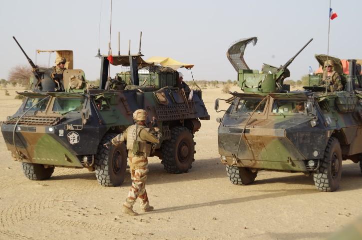 Très belles photos de soldats varois dans la fournaise malienne   Notre envoyé spécial a suivi, à Gao, les militaires varois de l'opération Barkhane. Entre humanitaire et sécurisation, une guerre pour la paix. Immersion. 10-08-2015-09-13-14