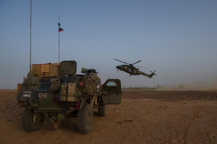 Très belles photos de soldats varois dans la fournaise malienne   Notre envoyé spécial a suivi, à Gao, les militaires varois de l'opération Barkhane. Entre humanitaire et sécurisation, une guerre pour la paix. Immersion. 10-08-2015-09-13-33