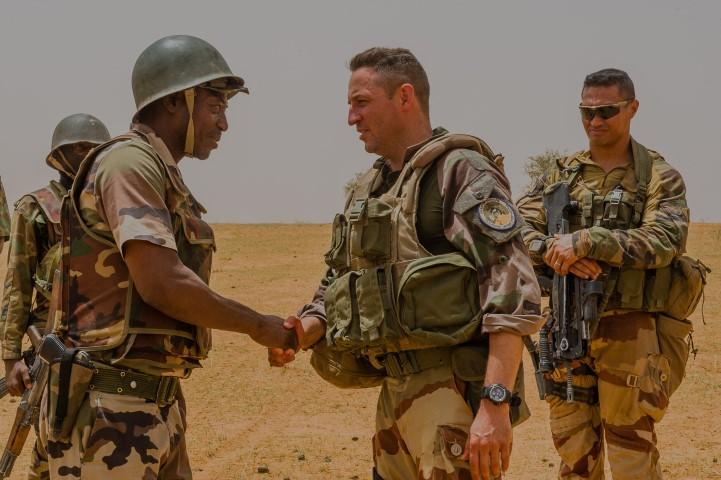 Très belles photos de soldats varois dans la fournaise malienne   Notre envoyé spécial a suivi, à Gao, les militaires varois de l'opération Barkhane. Entre humanitaire et sécurisation, une guerre pour la paix. Immersion. 10-08-2015-09-13-50