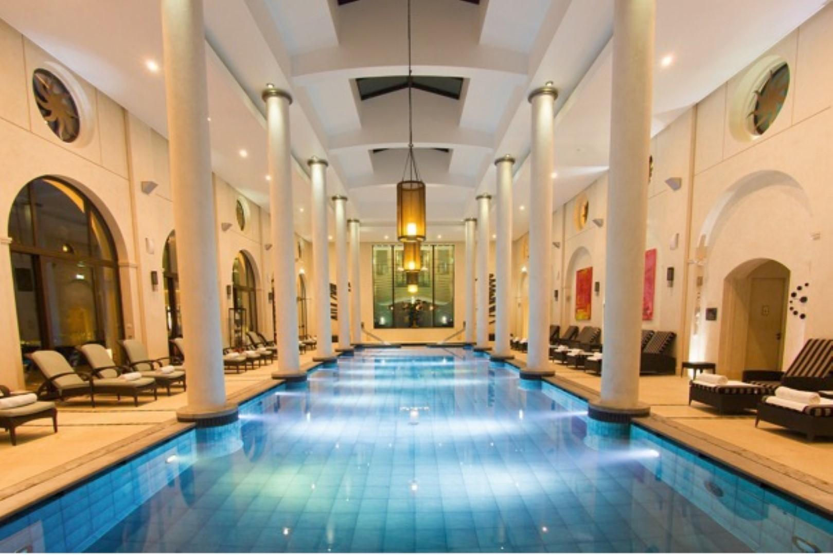7 id es de cadeaux pour la saint valentin nice matin for Hotel nice piscine interieure