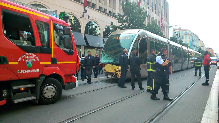 collision tramway camion nice