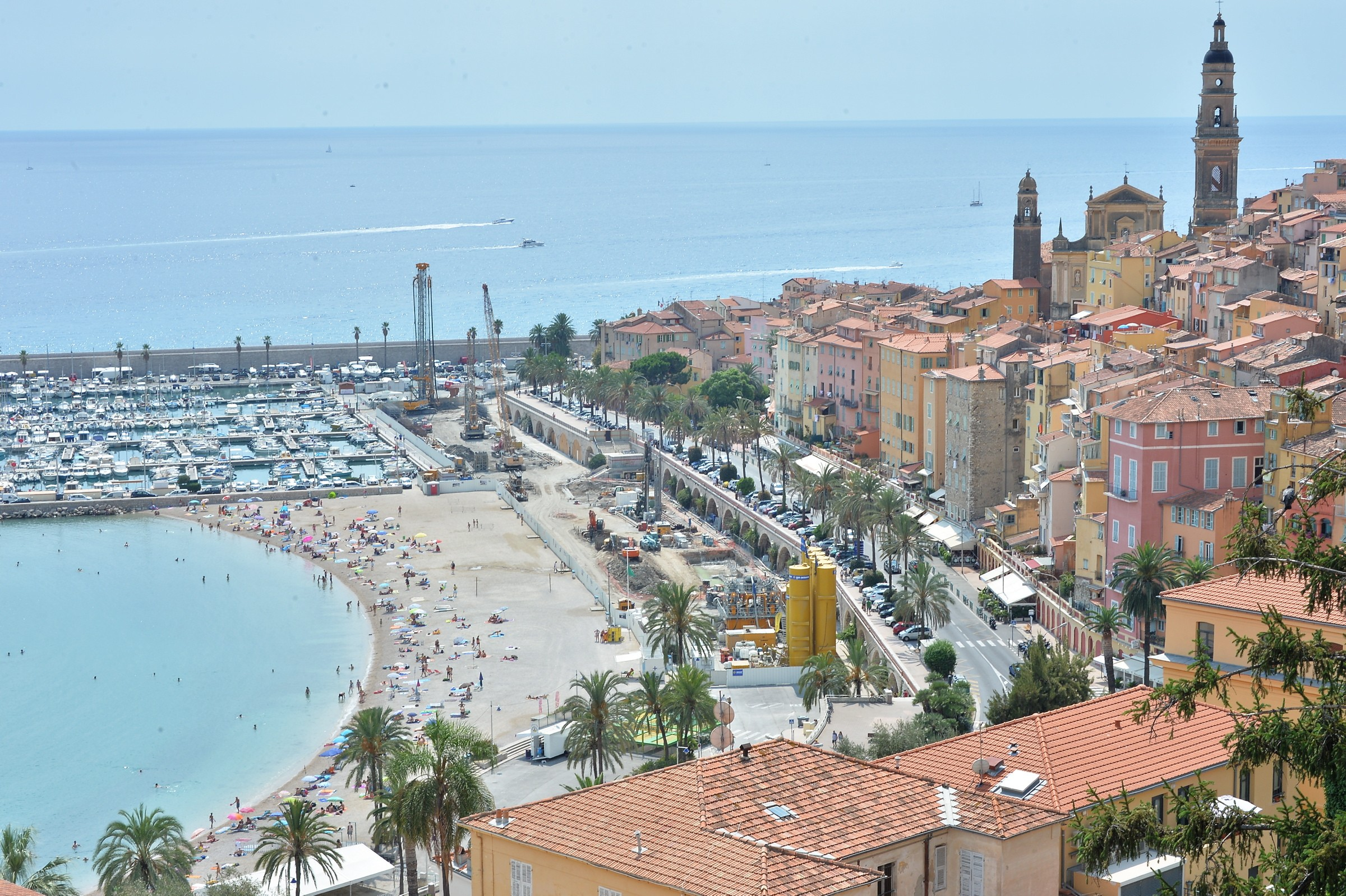 11 photos qui prouvent que menton n 39 est pas la plus belle for Plus belle piscine du monde
